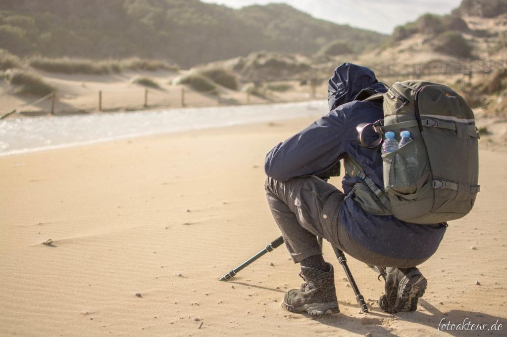 Fotografieren am windigen Strand auf Mallorca